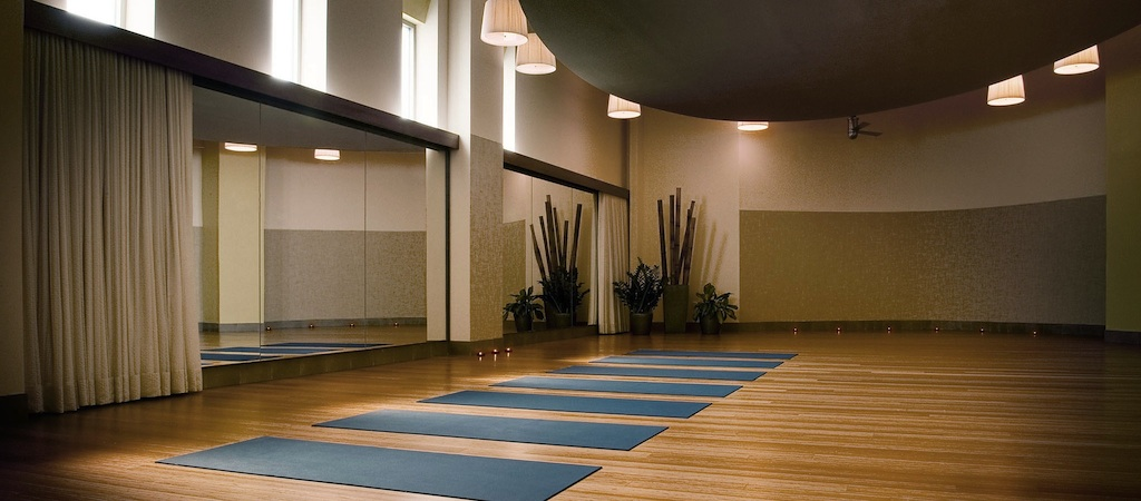 Pilates brickell gyms in brickell yoga brickell equinox for Yoga studio salon de provence